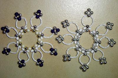 décoration de Noël : flocons de neige en perles de rocaille